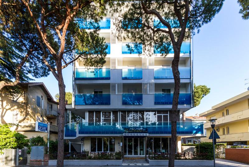 Hotel 3 stelle riccione centrale hotel desir riccione for Bagno 68 riccione